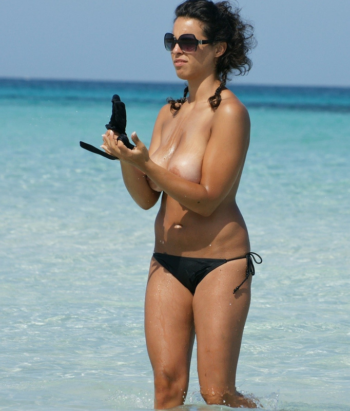 Picture topless wife with juicy tits at the beach