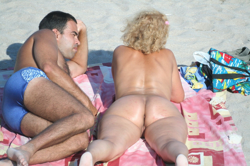Picture voyeur caught pussy from behind at the beach