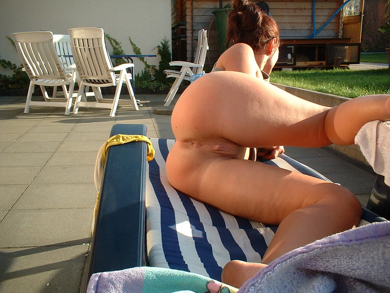 Picture wife exposing her pussy outdoor sunbathing