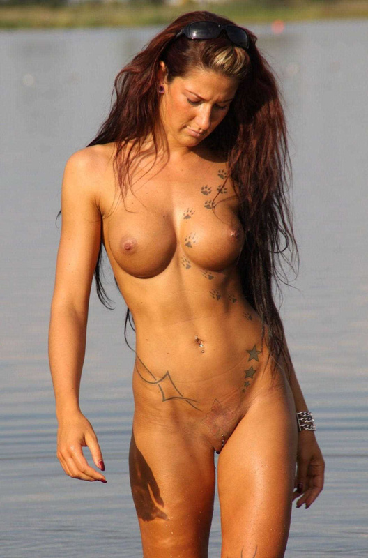 Super Hot Mature Woman Totally Nude at Beach