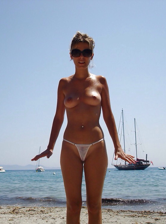 Amateur beach pussy with hot body