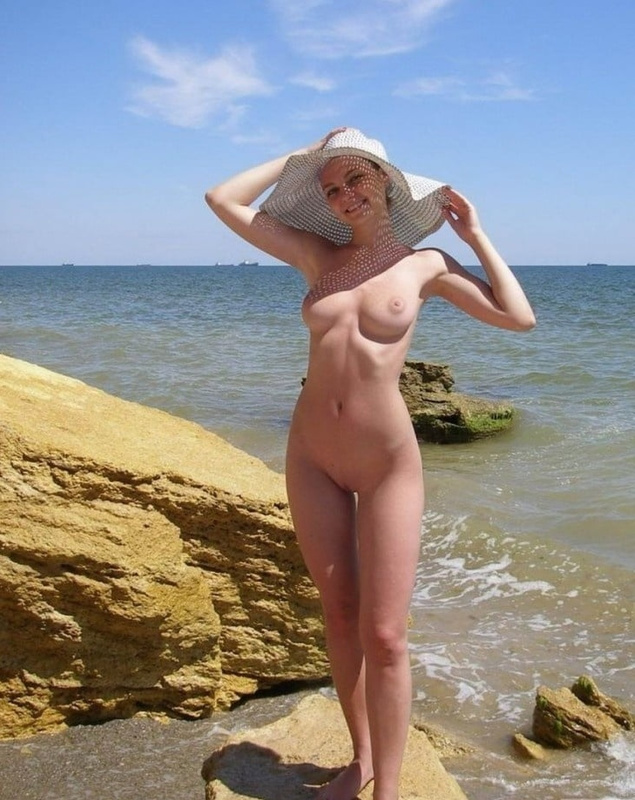 Picture lovely russian girl is nude at the beach