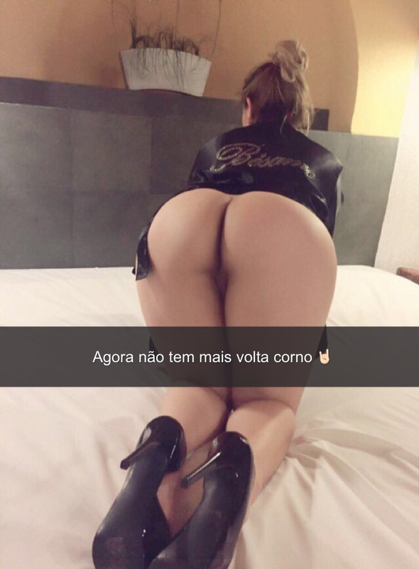 Picture sexy latina girl showing nude ass in bed