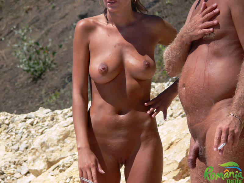 Picture tanned nudist girl at the beach