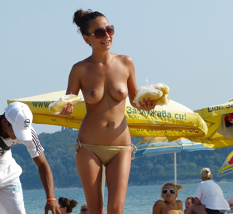 Picture topless girlfriend at the beach